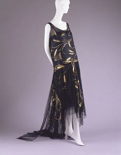 Evening dress Date: Culture: French Medium: silk, metallic thread, cotton Dimensions: Length (from shoulder): 49 in. cm) Credit Line: Gift of Mrs. Allston Flagg, 1979 Accession Number: This artwork is not on display 20s Fashion, Fashion History, Art Deco Fashion, Timeless Fashion, Vintage Fashion, Fashion Design, Victorian Fashion, Vestido Art Deco, Style Année 20
