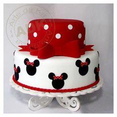 Tartas, Galletas Decoradas y Cupcakes: Miska Mouska Mickey Mouse! Mickey Mouse Torte, Bolo Da Minnie Mouse, Minnie Mouse Birthday Theme, Minnie Mouse Cake, Sweet Cakes, Cute Cakes, Bolo Laura, Bolo Fack, Disney Cakes