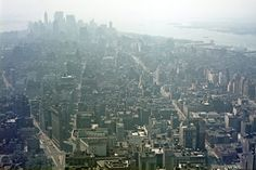 View from the Empire State Building. New York City in all its Neon-Lit Glory, 1969 - 1971 - Flashbak I Love Nyc, New York Life, Vintage New York, Neon Lighting, Empire State Building, San Francisco Skyline, Airplane View, Paris Skyline, City Photo