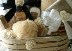 How do I create a spa gift basket? How do I create a spa gift basket? Christmas Gift Baskets, Homemade Christmas Gifts, Christmas Treats, Homemade Gifts, Christmas Diy, Theme Baskets, Themed Gift Baskets, Raffle Baskets, Spa Gifts