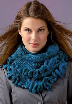 Free pattern: Ruffled Warmer/Wrap by Coats & Clark