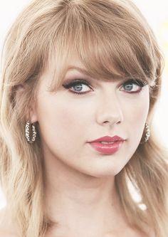 Taylor Swift at the 2014 Teen Choice Awards