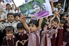 Dopo l'attentato ci sono state manifestazioni per Malala in tutto il mondo, a partire dal suo Pakistan