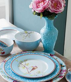 We are just in love with this blue dinnerware from Dillards! You can add it to your registry today by giving them a call! Just click the image link to get started. Image credit: Dillards webpage.