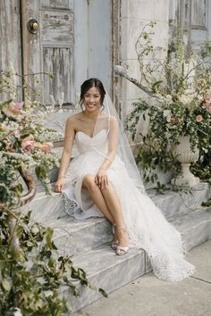 """""""I loved the eyelet pattern and the way the ostrich feathers moved,"""" said this bride of her high-low Elizabeth Fillmore dress. The stunning design was definitively unique."""