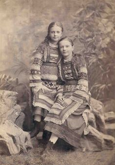 Portrait of two girls in traditional Ukrainian dress, Kyiv Ukraine🇺🇦 c. Ukrainian Dress, Ukrainian Art, Vintage Pictures, Old Pictures, Ukraine, Old Time Photos, Historical Pictures, My Heritage, People Of The World