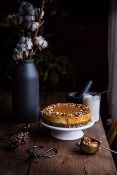 Banánový cheesecake so slaným karamelom - The Story of a Cake Banana Cheesecake, Cheesecake Recipes, V60 Coffee, Hobbit, Nutella, Winter Wonderland, Tiramisu, Caramel, Good Food