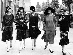 A picture showing the high class citizens during the 1920's, demonstrating the wide gap between them and lower society.