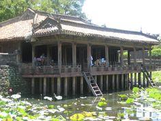 Hue, Vietnam    http://invernointerior.blogspot.com