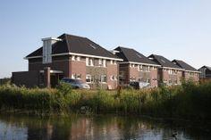 Twee onder één kap aan het water. (PG 11), Bron: http://www.jvandaalen.nl/project/conceptwoningen-21-kapwoning/, geraadpleegd op 22 januari 2014
