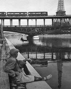 Pont de Grenelle Paris 1940s   Photo: Izis