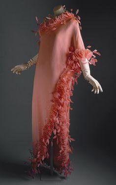 Hubert de Givenchy: Evening gown (1971.79.4) | Heilbrunn Timeline of Art History | The Metropolitan Museum of Art