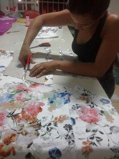 Minha aluna cortando vestido