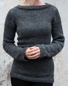 Knitting Pattern for Beginner Pullvoer Sweater - The designer says that this long-sleeved sweater is a great pattern for beginners. Knit in the round from the top down, it includes sizes: 34″, 36″ & 38″ bust