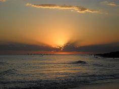 El sol se pierde en el mar
