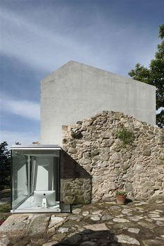 Irisarri & Piñera - House inTebra, Tomiño 2013. Via.