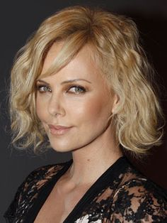 10 Hairstyles Men Really Love: Messy Bob | @no way Claire | blonde hair | short hair | celebrity hair | hair style ideas | hair color inspiration | Charlize Theron