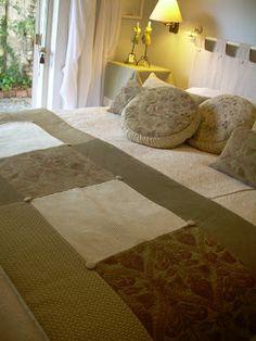 Paz Montealegre | Decoración: Ropa de cama-Pieceras-cubrecamas-cojines-faldones Bed Runner, Quilt Bedding, Bed Spreads, Diy And Crafts, Furniture, Home Decor, Textiles, Google, Scrappy Quilts