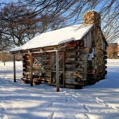An old pioneers cabin in Yankee Hill Wisconsin. I can imagine this was once used by trappers back in the day. Small Log Cabin, Little Cabin, Log Cabin Homes, Cozy Cabin, Old Cabins, Tiny Cabins, Cabins And Cottages, Ideas De Cabina, Design Rustique