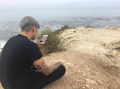 ajol_llama: What a great day. to look at your phone. 핸드폰 보기 좋은 날! Amber Lui, Lgbt, Kpop Hair, Korean Girl Groups, Korean Group, Guys And Girls, Pretty People, Couple Photos, Girly Things