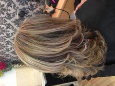 My new highlights, love it Medium Hair Styles, Short Hair Styles, Medium Length Hair With Layers, Long Layered Haircuts, Hair Color And Cut, Shoulder Length Hair, Stylish Hair, Messy Hairstyles, Hair Hacks