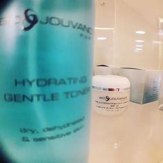 A gentle toner with a soothing botanical complex and Aloe Vera for fragile, sensitive skin to restore &maintain skin's pH and hydration levels.  #urbaneskin #toner #facial #skincare  Call us! 210-7250473