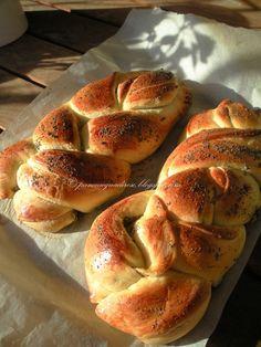 Pane e acqua di rose: Pane dolce del sabato ai semi di papavero (Sweet Saturday bread with poppy-seeds)