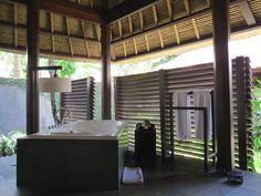 """Gastronomische Genüsse im Kayu Manis Private Villa & Spa Ubud auf höchstem Niveau bietet Ihnen das """"Kayumanis Epicure"""" – vor allem am Abend bei einem wunderschönen Ausblick über das Tal und den Ayung River eine Top-Empfehlung. #Kayumanis #KayumanisExperience #KayumanisNusaDua #KayumanisUbud  #Boutiquehotel #Boutiqueresort #Indonesien #Bali #NusaDua #Ubud #IndonesienTourismus #TourismusIndonesien #Tourismustv"""