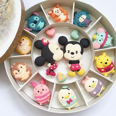 These macaroons cannot be real! They are so cute and so detailed. Best of Disney Art by Le Sucre Du Patisserie Macarons, Macaron Cookies, Sugar Cookies, Disney Desserts, Cute Desserts, Disney Food, Dessert Recipes, Disney Art, Cute Snacks