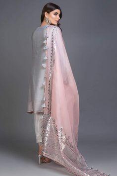 Fancy Dress Design, Stylish Dress Designs, Bridal Dress Design, Designs For Dresses, Stylish Dresses, Nice Dresses, Girls Dresses, Pakistani Fashion Party Wear, Indian Fashion Dresses