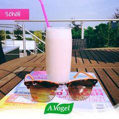 Het zonnetje, onze zonnebril, een leuk magazine en een heerlijke Echinaforce Hot Drink smoothie... Wij zetten het weekend hier alvast smakelijk in!   Schol!!!  Zelf ook proeven van de smoothie?  - Kwart verse ananas   - Sap van een halve citroen  - 1 blokje geschilde gember van 2 cm  - 1 el honing  - 3 el Griekse yoghurt  - 1 el Echinaforce Hot drink Alles in de blender, even mixen en klaar! #smoothie #sun #zon #weekend