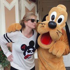 The Blondtourage goes to Disneyland! #disneyland #pluto #mickeymouse #selfie #me #love #blonde #longhair #extensions #hair #blondtourage #comeinwereblonde