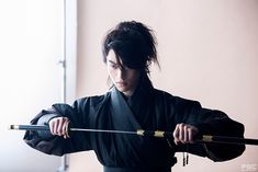 Kendo is a Japanese form of fencing with two-handed bamboo swords, originally developed as a safe form of sword training for samurai. << Okay, but this guy is seriously gorgeous! He looks so traditional and it's amazing Samurai, Zuko, Yatogami Noragami, Flame In The Mist, Park Bogum, Kwak Dong Yeon, Kubo And The Two Strings, Inspiration Artistique, Moonlight Drawn By Clouds