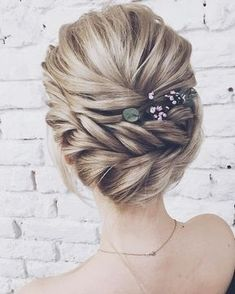 Wedding Hairstyles Updo These Gorgeous Updo Hairstyle That Youll Love To Try! Whether a classic chignon textured updo or a chic wedding updo with a beautiful details. These wedding updos are perfect for any bride looking for a unique wedding hairstyles Unique Wedding Hairstyles, Classy Hairstyles, Braided Hairstyles Updo, Hairstyle Ideas, Prom Hairstyles, Hair Updo, Hair Ideas, Vintage Hairstyles, Engagement Hairstyles