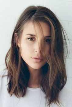 Brunette-Lob-Hairsty