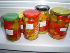Paprikové speciály: Zavařování feferonek i nakládané kozí rohy. Když to máme rádi ostré. Pálivé omáčky a pasty z feferonek | | MAKOVÁ PANENKA Pickles, Cucumber, Mason Jars, Canning, Pickle, Home Canning, Zucchini, Mason Jar, Pickling