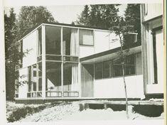 Norberg-Schulz's 1955 photograph of the garden façade of his Planetveien house.