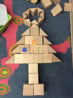 Kerstboom in de bouwhoek