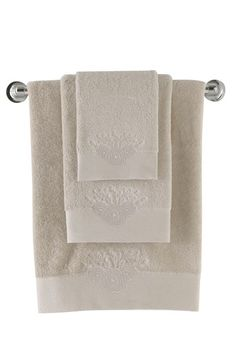 Ten ręcznik MELIS zdobiony wyhaftowaną różą i perłami został zaprojektowany specjalnie dla kobiet z wdziękiem i zmysłem piękna. Polecamy!
