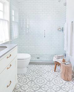 25 Wonderful Small Bathroom Floor Tile Design Ideas To Inspire You - Bathroom Tile Designs, Bathroom Floor Tiles, Bathroom Design Small, Simple Bathroom, Room Tiles, Bathroom Layout, Small Bathrooms, White Bathroom, Master Bathroom