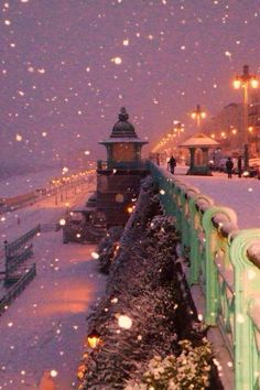 rainbow in your eyes | green-berret:   Snowy night ~ Brighton, UK