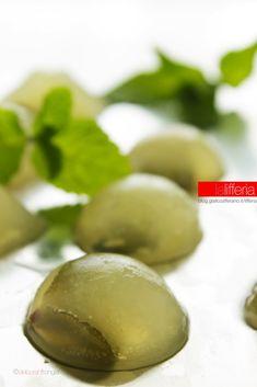 Mojito shots - Gelatine morbide al Mojito Mojito, Homemade Liquor, Party Finger Foods, Beautiful Fruits, Healthy Fruits, Aesthetic Food, Wine Drinks, High Tea, Food Art