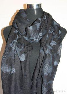 Zwarte sjaal met hartjes
