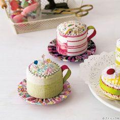 色合いが可愛い!コーヒーカップのピンクッションの作り方(パッチワーク) | ぬくもり #パッチワーク #ピンクッション #コーヒー #コーヒーカップ #簡単 #チェーン #初心者さんにおすすめ簡単レシピ #手作り #作り方 #ハンドメイド #手芸 #NUKUMORE