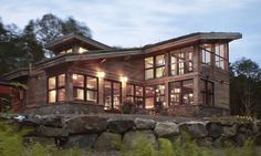 Charmante maison bois contemporaine et sa toiture végétalisée,  #construiretendance