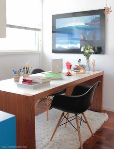 Um home office desses até inspira a trabalhar né? Veja o apê completo: http://historiasdecasa.com.br/ #todacasatemumahistoria