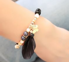 bracelet-plume-noire-tendance-2017-femme