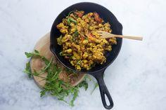 Vegan scrambled egg van tempeh