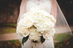 Bridal Bouquet, Maggie Gillespie Designs - Texas Wedding   http://caratsandcake.com/emilyandmichael