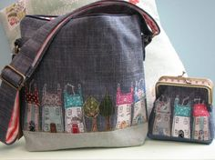 Shoulder Bags - Dear Emma Handmade Designs A few weeks ago I found a lovely lampshade made by this lady - now I've seen she does a bag and purse! Clutch, Tote Purse, Frame Purse, Handmade Purses, Denim Bag, Purse Patterns, Fabric Bags, Quilted Bag, Cute Bags